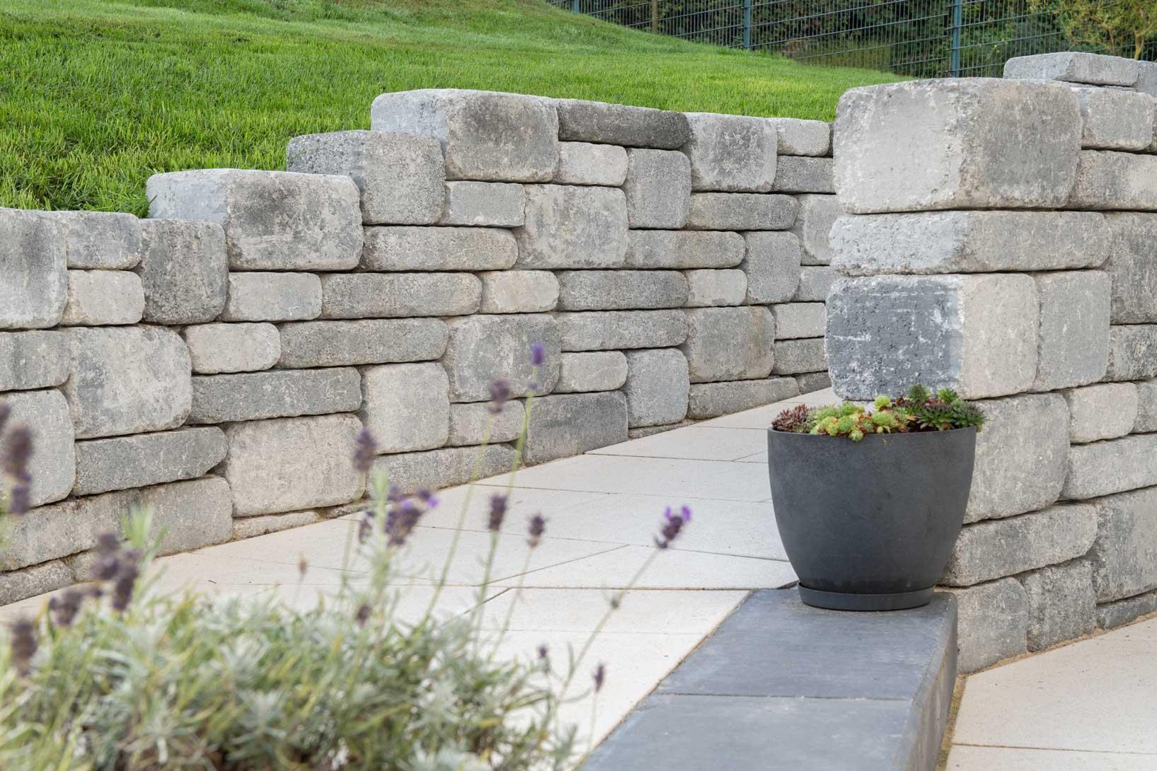 Spring Modo   für niedrige stützende und freistehende Mauern.